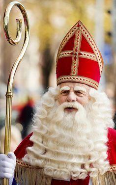beautiful Santa Claus from Holland. Compliments by My dear friend, Nolda. Santa Christmas, Christmas Colors, Christmas Windows, Father Christmas, Christmas Time, Christmas Market Stall, Mc Escher, Beautiful Castles, Winter Wonder