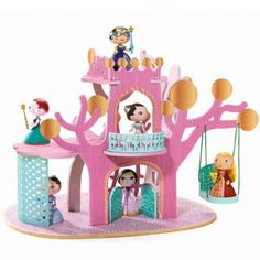 Un château poétique où se déroule avec bonheur la vie des princesses Arty Toys.