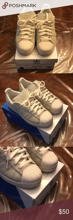 Adidas Superstar Cream Off White Size 8 Excellent Condition with Box Minor  jean stains on a88f7de5f694