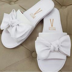 Fashion Slippers, Fashion Sandals, Sneakers Fashion, Trendy Sandals, Cute Sandals, Pretty Shoes, Beautiful Shoes, Cute Slippers, Fresh Shoes