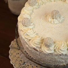 Un tort deosebit aromat si delicios prajituri rafaello homemadehttpwwwlaancutarotortraffaello Romanian Food, Homemade, Cake, Desserts, Instagram, Raffaello, Tailgate Desserts, Deserts, Home Made
