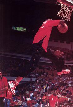 Great photo of Jordan during pre-game warmups. Rookie year wearing the Air Jordan Michael Jordan Basketball, Mike Jordan, Jordan Bulls, Nba Players, Basketball Players, Basketball Jones, Bulls Basketball, Basketball Legends, Michael Jordan Pictures