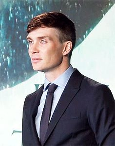 Cillian Murphy is not quirky. I just don't have a board where this image belongs. He's one of my favorite eye candy treats. Peaky Blinders Thomas, Cillian Murphy Peaky Blinders, Peaky Blinders Wallpaper, Murphy Actor, Dapper Gentleman, Raining Men, Hollywood Actor, Tom Hardy, Male Face