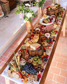 pixels can have with zuchini loaf, banana bread, savoury muffins.Create buffet height differences with barrels & crates.How to Make a Grazing Table for a Baby Shower -Blumen in die MitteCheese + charcuterie only for cocktail reception 2 Party Food Platters, Cheese Platters, Antipasto Platter, Grazing Tables, Cheese Party, Food Displays, Charcuterie Board, Charcuterie Cheese, Food Presentation
