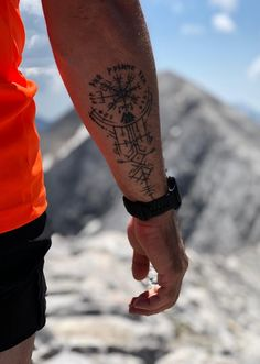 Vegvisir - Pirin Mountains - You are in the right place about Vegvisir – Pirin Mountains Tattoo Design And Style Galleries On - Viking Tattoo Symbol, Norse Tattoo, Celtic Tattoos, Viking Tattoos, Body Art Tattoos, Tribal Tattoos, Tattoo Ink, Tatoos, Elegant Tattoos
