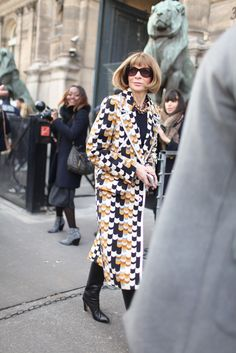 Anna Wintour Paris Fashion Week street style. [Photo by Kuba Dabrowski]
