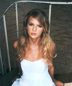 young Taylor Swift photoshoot