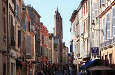 Planning a gourmand trip to Toulouse? Let our Toulousaine expert guide you through her favorite places in La Ville Rose. Road Trip France, France Travel, Best Places To Live, Great Places, Orleans France, Ville Rose, Toulouse France, Most Beautiful Cities, City Break
