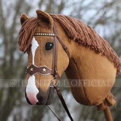 Iisan tallin blogi: Joulumyyntihevosia! // MYYTY Hobby Horse, Horse Tack, Horse Shop, Stick Horses, Horse Crafts, Kentucky Derby, Animals, Fabric Dolls, Horses