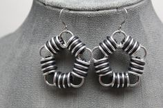 Black Rubber and Aluminum Chainmail Earrings por ThingsByElliott
