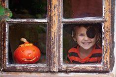 """Bravo, vous avez trouvé une des 5 photos de notre grand concours Halloween ! Vite, épinglez-la dans votre tableau """"Kodak Moments fête Halloween"""" et partez à la recherche des autres photos ! Une fois les 5 photos trouvées, n'oubliez pas de valider votre participation en envoyant le lien de votre tableau par mail à cm@alohacommunication.fr ! 1 coffret Relais & Châteaux à gagner :) Bonne chance à tous (pour + d'infos, voir les règles du jeu dans notre tableau """"concours Halloween"""")"""