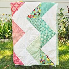 Quilt A Long by A mommy by Day A Crafter by Night  A zig zag quilt easy enough for a beginner.