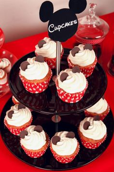 Mickey's cupcakes Crédit Photo : Julie Marie Gene Gobelin Graphisme : S as Sweet Décorations : MTE Créations