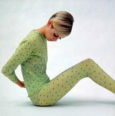 twiggy's dots Mary Quant, Foto Fashion, Fashion History, Fashion Models, Charlotte Rampling, Alexa Chung, Mini Van, Colleen Corby, Androgynous Look