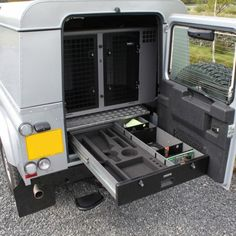 TransK9 supply safe and secure dog crates, cages and transit boxes for Land Rover Defender 110 1990 cars and vans with fast delivery and a 10-year warranty.