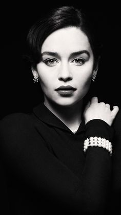 Emilia Clarke Black and White wallpapers, Emilia Clarke Black and White stock photos, Emilia Clarke, Black And White Portraits, Black And White Photography, Clarke Game Of Thrones, Gorgeous Women, Beautiful People, Mother Of Dragons, Queen Mary, Belle Photo