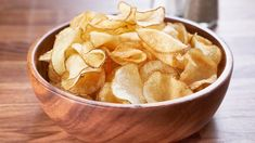 Fried crispy salt 'n' vinegar potato chips. Curry Recipes, Vegetarian Recipes, Snack Recipes, Snacks, Appetizer Recipes, Healthy Recipes, Dinner For One, Mary's Kitchen, Sliced Potatoes