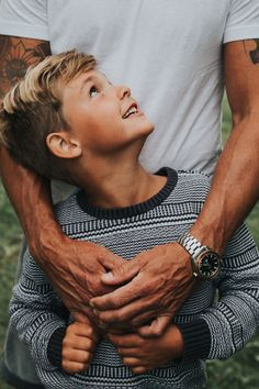 father and son Father Son Pictures, Cute Family Pictures, Summer Family Photos, Family Picture Poses, Family Picture Outfits, Family Photo Sessions, Father Son Photography, Children Photography, Photography Poses
