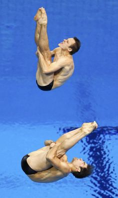 Canada's Alexandre Despatie and Reuben Ross (top) perform a dive during the men's synchronised 3m springboard final at the London 2012 Olympic Games at the Aquatics Centre August 1, 2012. REUTERS/Jorge Silva (BRITAIN - Tags: SPORT DIVING OLYMPICS)
