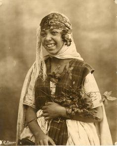 René Prouho, jeune fille algérienne, vers 1920 Vintage silver print Tirage arg
