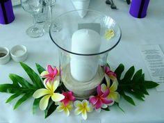 Centro con velas follaje y flores