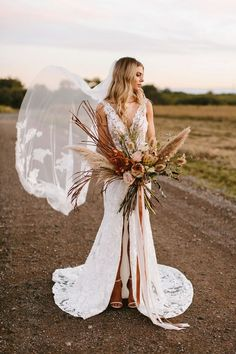 Excepcional How to Style a Fall-Inspired Boho Wedding luna-willow-bridal Wedding Beauty, Boho Wedding, Floral Wedding, Wedding Flowers, Dream Wedding, Destination Wedding, Wedding Jewelry, Rustic Wedding, Bohemian Chic Weddings