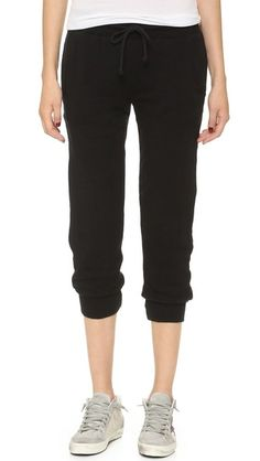 ¡Cómpralo ya!. Solow Lounge Jogger Pants - Black. Super soft SOLOW sweatpants in a relaxed fit. Hidden elastic waistband with braided drawstring. Slant hip pockets. Ribbed cuffs. Jersey lining. Fabric: Fine knit. 81% tencel/14% linen/5% spandex. Wash cold. Made in the USA. Measurements Rise: 10.25in / 26cm Inseam: 23in / 58.5cm Leg opening: 8.75in / 22cm Measurements from size S. Available sizes: L , pantalónjogger, joggers, jogging, joggingbásico, joggingculotte, joggings, jog, jogger. P...