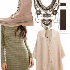 Outfit per tutti i giorni composto da abito in maglia con lavorazione ondulata verde militare abbinato ad una mantella con frange beige, collant color moka e stivaletti stringati beige