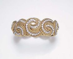 AN ELEGANT DIAMOND AND GOLD BRACELET, BY VERDURA
