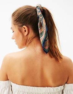 Lot  de 2 foulards ras du cou. Découvrez cet article et beaucoup plus sur Bershka, nouveaux produits chaque semaine.