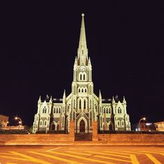 Graaff Reinet is South Africa's fourth oldest town, and arguably one of its most beautifully-preserved. The hometown of one of South… Sa Tourism, Port Elizabeth, Place Of Worship, Countries Of The World, Small Towns, Old Town, Places Ive Been, South Africa, Wonderland