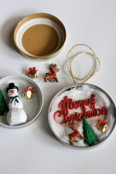 ornaments made with canning lids - Yahoo Image Search Results Jar Lid Crafts, Ornament Crafts, Mason Jar Crafts, Christmas Projects, Holiday Crafts, Christmas Mason Jars, Diy Christmas Ornaments, How To Make Ornaments, Christmas Fun