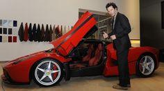 Keanu-Reeves-Ferrari com a La Ferrari