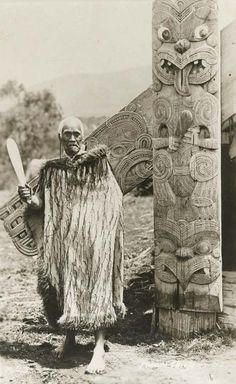 Maori Chieftain holding a Mere (patu or club) New Zealand (Polynesia), n. Indigenous people from the across the world! Tonga, Once Were Warriors, Maori People, Maori Designs, New Zealand Art, Anthropologie, Maori Art, Kiwiana, Polynesian Culture