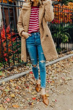 How we split the holidays between our families fall jeans ou Fall Fashion Trends, Autumn Fashion, Casual Outfits, Cute Outfits, Denim Outfits, Work Outfits, Estilo Fashion, Women's Fashion, Fashion 2018