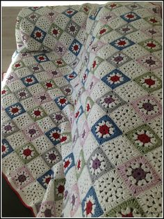 Transcendent Crochet a Solid Granny Square Ideas. Inconceivable Crochet a Solid Granny Square Ideas. Crochet Afghans, Crochet Bedspread, Crochet Quilt, Crochet Blocks, Crochet Blanket Patterns, Crochet Motif, Crochet Stitches, Granny Square Crochet Pattern, Crochet Squares