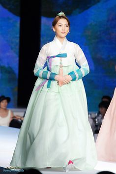 Kara Jiyoung in Korean Traditional Clothing 'Hanbok'