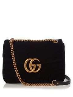 This GG Marmont bag fuses Gucci's vintage vibes with a very on-point twist. It's crafted from essential black velvet, quilted for a hit of bygone glamour, and stamped with an antiqued gold-tone metal GG plaque for covetable impact. Gucci Clutch, Gucci Crossbody, Gucci Purses, Purses And Handbags, Gucci Bags, Chevron Purse, Vintage Gucci, Gucci Handbags Vintage, Vintage Purses