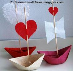 Niños de 1°y 2° grado realizaron #barcos #plegados con mensajes, flores, caritas y corazones. #papel