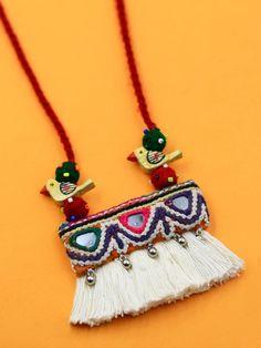 Diy Fabric Jewellery, Thread Jewellery, Handmade Beaded Jewelry, Textile Jewelry, Handmade Jewelry Designs, Terracotta Jewellery Designs, Antique Jewellery Designs, Jewelry Crafts, Jewelry Art