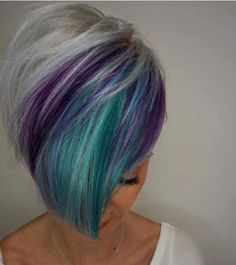 There is a new hair color trend in 2019 and it really has the wow factor. Peacock hair color is set to be big for the summer so check out some of the best looks Hair Color And Cut, Cool Hair Color, Funky Hair Colors, Colorful Hair, Funky Hairstyles, Pretty Hairstyles, Teenage Hairstyles, Peacock Hair Color, Short Hair Cuts