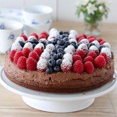 Norwegian Food, Norwegian Recipes, Caesar Pasta Salads, I Want To Eat, Food Inspiration, Fondant, Cake Recipes, Raspberry, Bakery