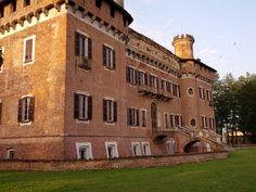 Complesso Monumentale Castello Procaccini a Chignolo Po, Pavia - Villas, Castles, Italy, Mansions, House Styles, Italia, Chateaus, Villa, Castle