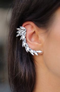 Jewelry Trends to try in spring and summer. we are sharing with your ideas for accessories like necklaces, bracelets, ring, earrings and costume jewelry. Ear Jewelry, Jewelry Accessories, Fashion Accessories, Fine Jewelry, Fashion Jewelry, Skull Jewelry, Hippie Jewelry, Jewellery, Gold Fashion