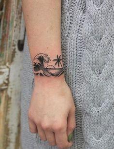 23 Μοναδικά καλοκαιρινά τατουάζ που εντυπωσιάζουν! Καλοκαιρινά tatoo για το χέρι23 Πανέμορφα καλοκαιρινά τατουάζ που πρέπει να δεις! | ediva.gr Fake Tattoo Sleeves, Tattoos For Women Half Sleeve, Best Sleeve Tattoos, Tattoos For Women Small, Tattoos For Guys, Cool Wrist Tattoos, Small Arm Tattoos, Unique Tattoos, Clavicle Tattoo