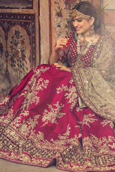 What is a Pakistani wedding dress if not red in color? Red has always been the most sought out color for a Pakistani wedding dress. This beautiful red Lehenga is a perfect bridal wear for a traditional bride. Indian Bridal Outfits, Pakistani Wedding Outfits, Indian Bridal Lehenga, Pakistani Bridal Dresses, Indian Dresses, Red Lehenga, Bridal Sari, Eid Dresses, Bridal Lengha 2018