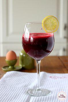 Sok z buraka oczyszczenie i pobudzenie Healthy Smoothies, Housewife, Red Wine, Alcoholic Drinks, Juice, Food And Drink, Menu, Lady, Fitness