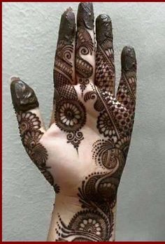 Mehndi henna designs are searchable by Pakistani women and girls. Women, girls and also kids apply henna on their hands, feet and also on neck to look more gorgeous and traditional. Henna Hand Designs, Dulhan Mehndi Designs, Mehndi Designs Finger, Mehndi Designs For Girls, Mehndi Designs For Beginners, Stylish Mehndi Designs, Mehndi Designs For Fingers, Wedding Mehndi Designs, Mehndi Design Pictures