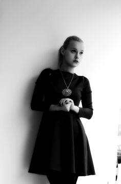 Outfit con l'abito blu Novorish Teresa Morone theFashiondiet fashion blog collane vistose