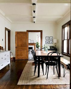 72 Brilliant Farmhouse Dining Room Design and Decor Ideas Style At Home, Minimalist Dining Room, Plywood Furniture, Arrange Furniture, Simple Furniture, Dining Room Design, Dining Room Rugs, Living Room, Home Fashion